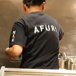 110299278 - AFURI(阿夫利)Tシャツのスタッフ。