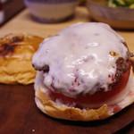 手作りのパン 峰屋 - 峰屋のバンズを用いた自家製バーガー