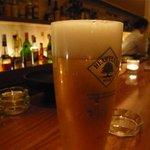 バー ピラール - ビールとカウンター
