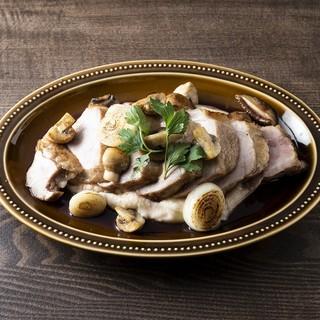 充実の豚肉料理。豚タン、豚レバー、豚耳など各種部位も!