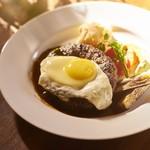 洋食オリホン Yoshoku BAR & Restaurant - オリホン自慢のハンバーグステーキ。