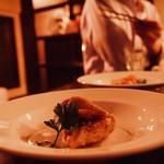 洋食オリホン Yoshoku BAR & Restaurant - スタンディング席には、ちょっとつまめる小皿メニューも。