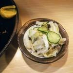 とんかつ 栄 - サッパリ塩味のお新香。シャキシャキ。