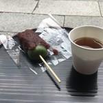 高木屋老舗 - 食べ歩きにお茶のサービス