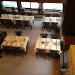 白馬モンビェ レストラン - 2階からダイニングを望む
