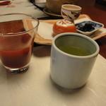 強羅天翠 - 朝ごはんの前に野菜ジュースと温かいお茶を
