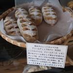 ミヤ パン - 明太子とレッドキャベツのクリームディップパン