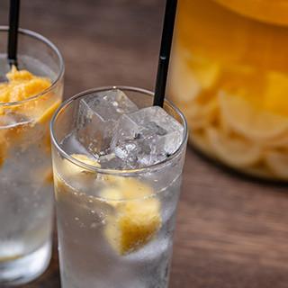 塩レモンサワーなどの自家製ドリンク、日本酒も豊富にご用意