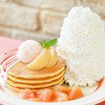 エッグスンシングス - ★期間限定★白桃とヨーグルトソースのパンケーキ 6/25〜7/31