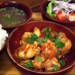 ガテモタブン - B ジャシャマル ランチ850円 鶏肉とトマトとトウガラシ