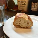 ビストロ・カシュカシュ - 焼き立てのパン