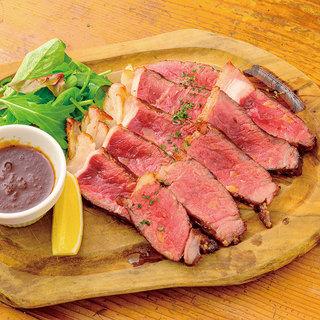 【Meat】食べ応えのあるサーロインステーキ等、メニュー豊富
