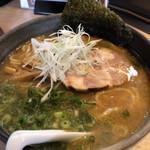 麺や 鎧 - 料理写真:鐙ラーメン720円 ランチタイムサービスで大盛に