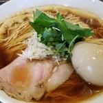 中華そば 向日葵 - 料理写真:味玉中華そば(醤油) メンマが変わっていて、タケノコの風味が強い。私は普通の乾燥メンマでいいかな(笑)