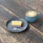 ファブカフェ - スイーツセットーレモンの程よい苦味と酸味を感じる「自家製レモンパウンドケーキ」