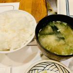 ステーキ ヨシノ - ご飯は山盛り