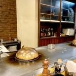 ステーキ ヨシノ - 内観、厨房の様子