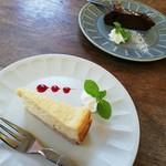 リトルカフェ ポルタ - ベイクドチーズケーキと豆腐のヘルシーチョコケーキ