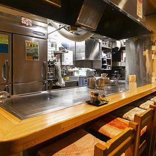 温かみある店内で鉄板料理をお楽しみください。宴会やサク飯に◎