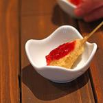 串揚げ 串の実 - カマンベールチーズとベリーソース
