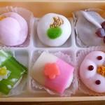 虎屋本店 - 2012.01.03 季節の生菓子(中身)