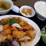 丸宝食堂 - 酢豚定食