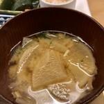 定食屋 ななつぼし - 大根たっぷりのお味噌汁