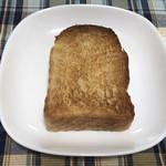 110350829 - トーストするとパンの耳はカリカリに!