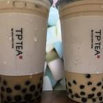TP TEA - 左がラテ、右がミルクティ