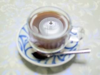 チャイハナ  - ベトナムコーヒー(上の電燈が映りこんでしまった)