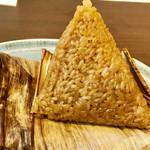 110359988 - もう一つの名物中華粽(ちまき)バーツアン                       大きなおにぎりの様な三角形(^^)