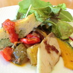 SUSSU - アンティパスト(前菜)ベビーリーフ・ブロッコリーのキッシュ・カポナータ・かぼちゃグリル・カンパチ
