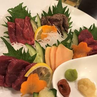新鮮な馬肉料理を堪能できる肉バル!