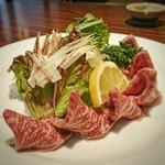 ステーキはうす 珍や - 牛刺身のあぶり[¥1600]