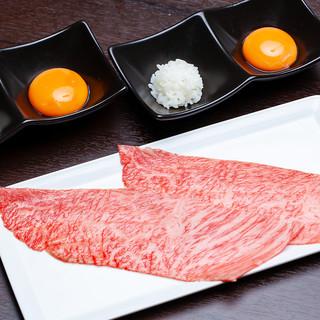 【小形牧場牛のザブトン焼きすき】口の中で溶けていくお肉と脂!