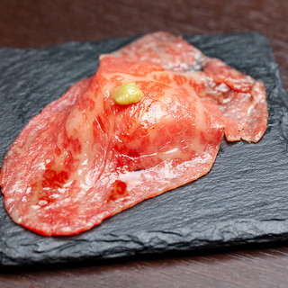 【肉寿司】小形牧場牛の極上肉寿司!