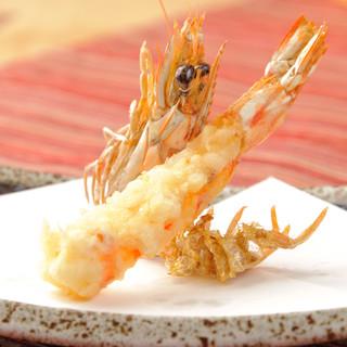 太白ごま油でカラっと揚げた、地元中心の新鮮食材の絶品天ぷら