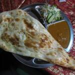 ネパールキッチン Kathmandu - タルカリセット、マトンカリー、ハーフナン