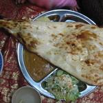 ネパールキッチン Kathmandu - タルカリセット、ベジタブルカリー、ハーフナン