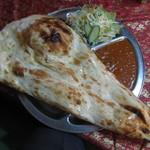 ネパールキッチン Kathmandu - タルカリセット、チキンカリー、ハーフナン
