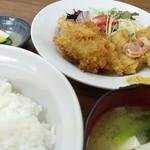 あきば食堂 - 今日の日替わりはカキフライ&イカフライ。
