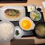 炉端焼き 鷹島本まぐろ 魚然 - 煮魚と肉料理定食@800円
