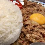 立川マシマシ - 黄身は半分食べてから