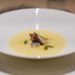 カラペティ・バトゥバ - 温かいジャガイモのスープ 入梅イワシとベーコンくんせい