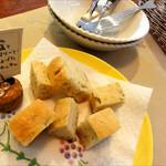 エッコラ - イタリアの岩塩とローズマリーで焼き上げたフォカッチャ