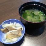 丼 万次郎 - 小鉢、みそ汁