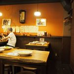かわ屋 - 店内(テーブル席)