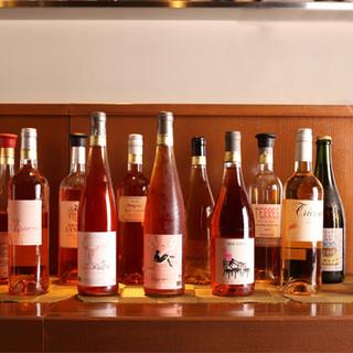 自然派を中心に、常時50種類以上のワインが楽しめます!