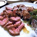 チェントアンニ - 「豚肉のグリル サマートリュフがけ」と「ラム肩ロースのロースト マルサラソース」の相盛り