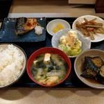 むつくら亭 - 定食(800円)
